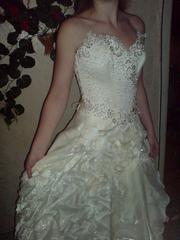 Шикарное свадебное платье с перчатками