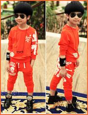 Детский костюм с модным принтом