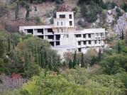 Недостроенный мотель на трассе Ялта- Севастополь.