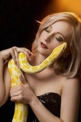 Тигровый питон альбинос(Самка) Полностью ручная.